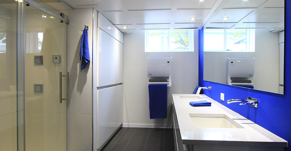 La salle de bain contemporaine
